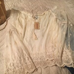 Beautiful lace top NWT